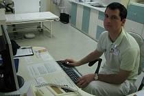 Do Británie. Právě tam má namířeno lékař Miroslav Liška. Nemocnici v Havlíčkově Brodě opouští zhruba po čtrnácti letech.