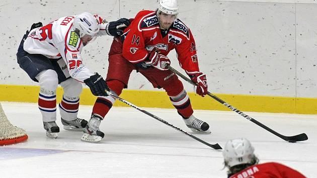 Havlíčkobrodský útočník Lukáš Endál (v červeném) nastřílel v utkání s Ústeckými Lvy hattrick, a prolomil tak střeleckou smůlu, která ho od začátku sezony provázela. Podobný výkon se pokusí zopakovat i proti Olomouci.