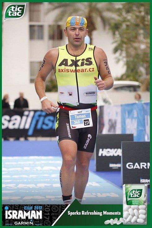 Tomáš Bednář v Eilatu potvrdil 4. místem nejen skvělou výkonnost, ale také dobré organizátorské schopnosti, jelikož závod zajišťoval pro početnou výpravu 19 triatlonistů, z toho šesti kolegů z Vysočiny!