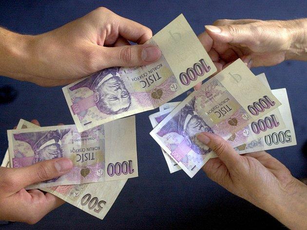 lidé co dostali půjčku od soukromé osoby qro