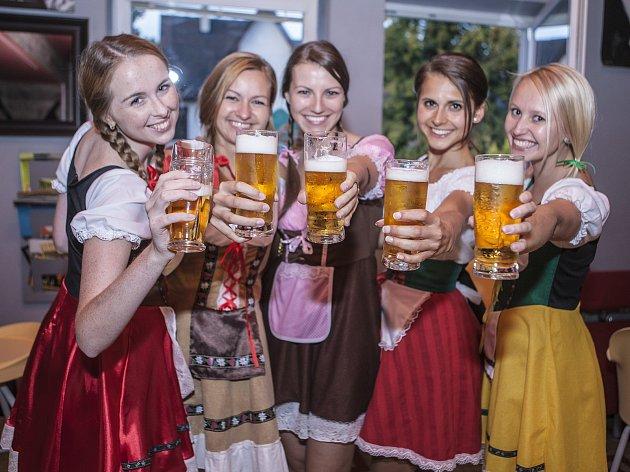 Krásné dívky a zlatavý mok – to je VVoktoberfest vChotěboři. Zajímavostí je, že návštěvníci budou moci ochutnat i pivo přímo zněmeckého Oktoberfestu.