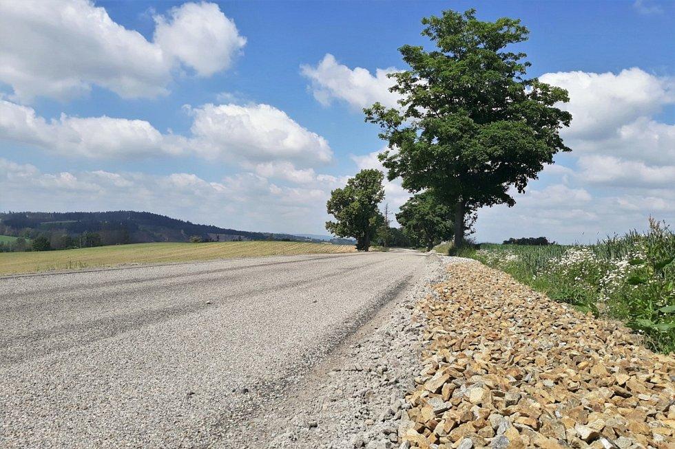 Silnice I/19 potřebuje opravu.