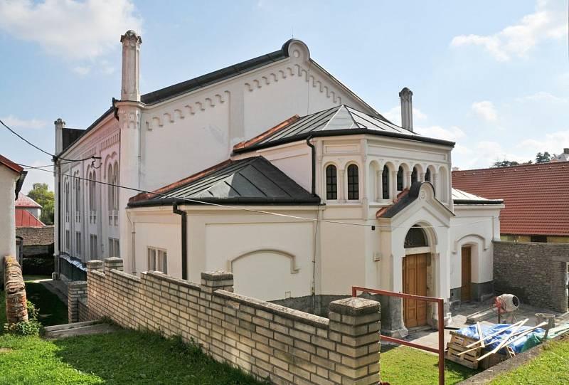 Synagoga. Se souhlasem Židovské obce Praha