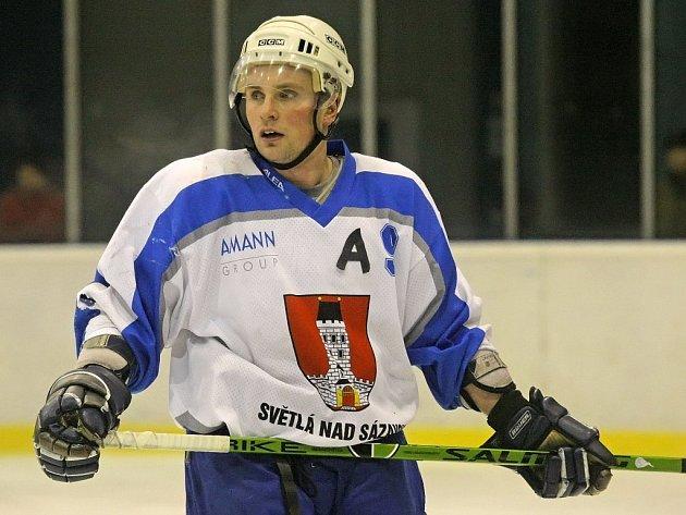 Hlavním světelským trumfem při postupu sklářů do druhé ligy byl útočník Jaroslav Žák (na snímku).