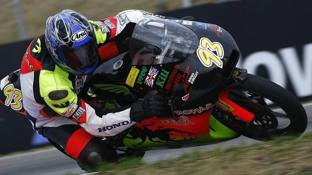 Nejlepší v Česku. Havlíčkobrodský motocyklový závodník Michal Prášek zvládl závod v Brně na výbornou a v cíli se zaslouženě radoval z republikového titulu.