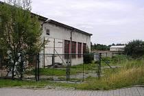 Areálu léta opuštěného zemědělského družstva.