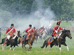 Rekonstrukce rakousko-pruské bitvy v Chlumu u Hradce Králové z roku 1866. V bitvě se střetlo více než 400 tisíc mužů.