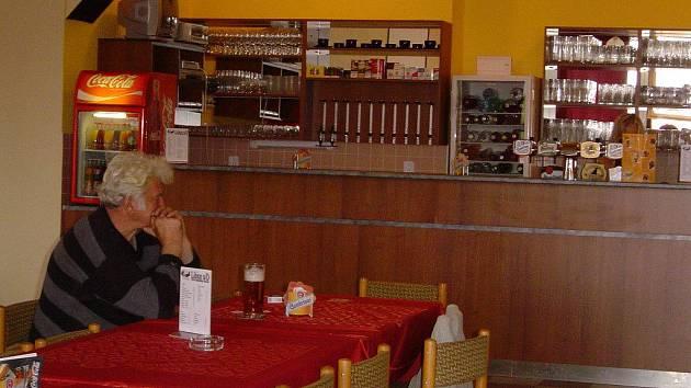 V kulturním domě v Libici je i hostinec. Nyní jej však majitel nabízí k prodeji.