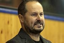 Nejvyšší ambice má hokejový trenér Jiří Mička (na snímku), který by si po jedenácti letech strávené v I. lize rád vyzkoušel nejvyšší tuzemskou soutěž.