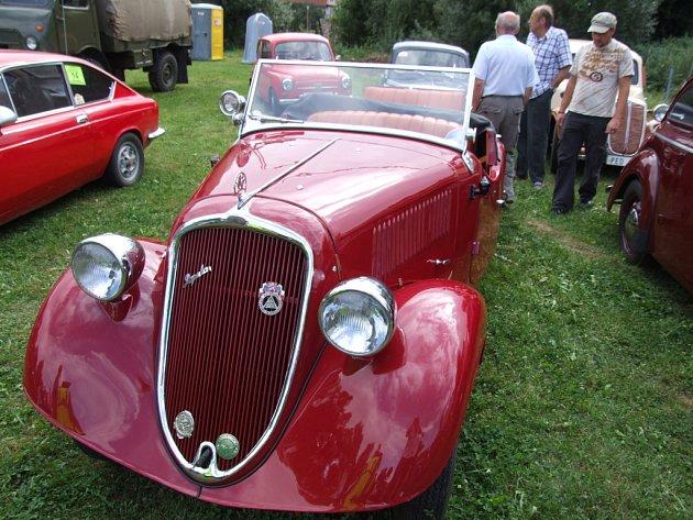 Cabrio Škoda Popular se určitě líbil