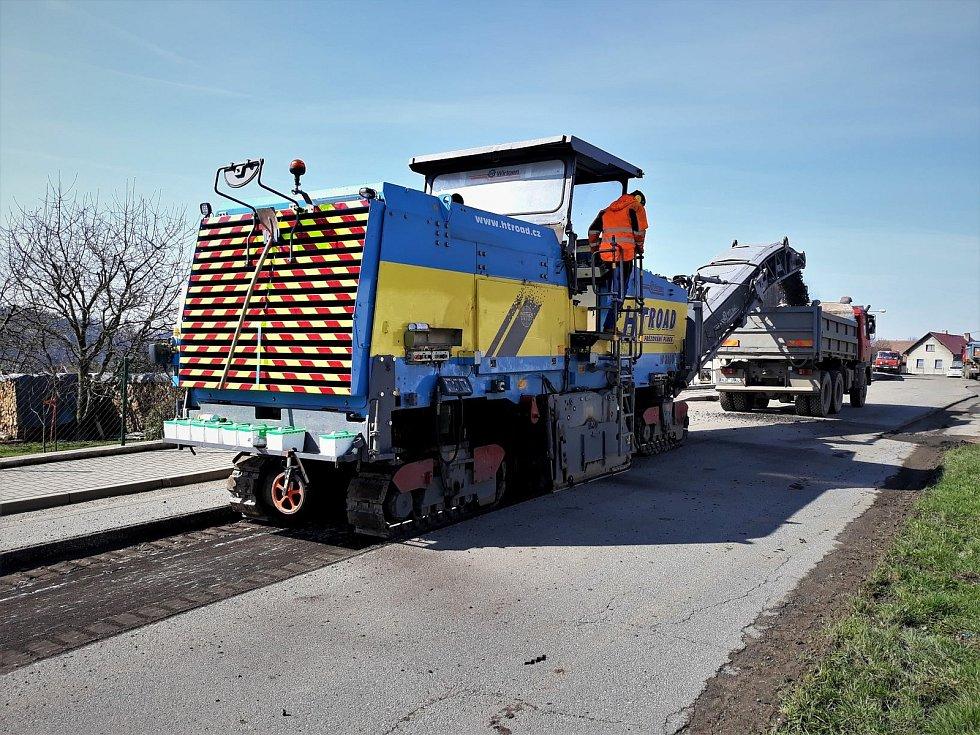 Rekonstrukce silnice I/19 mezi Stříbrnými Horami a Keřkovem.
