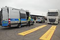 Drobných přestupků, ale i závažných porušení zákona se na silnicích kraje dopouštějí čeští i zahraniční řidiči.