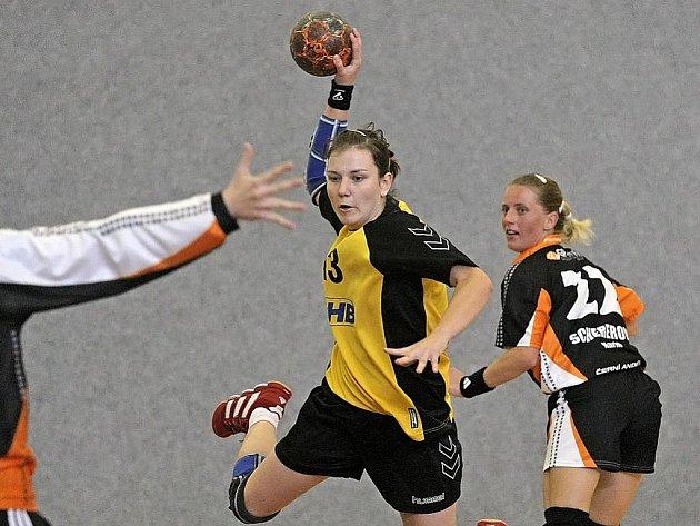 Vítězství si převezly brodské házenkářky z Poruby, kde nakonec vyhrály o gól.