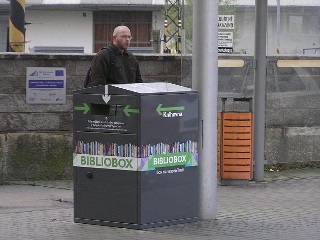 Nový bibliobox u brodského vlakového nádraží.