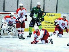 Hokejisté Havlíčkova Brodu (v bílém) vedli nad Bílinou už 3:0, ovšem Bílina byla od druhé třetiny lepším týmem a po zásluze vyhrála 7:3.