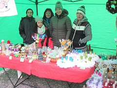 Děti z dětského domova se pustily do výroby adeventního zboží.