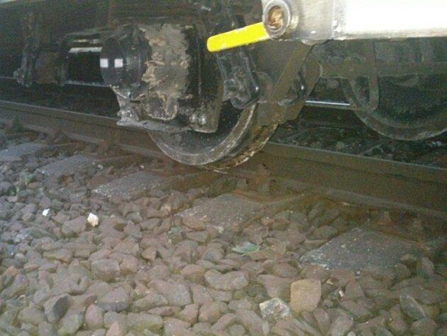 U Přibyslavi vykolejil ve čtvrtek v noci nákladní vlak.