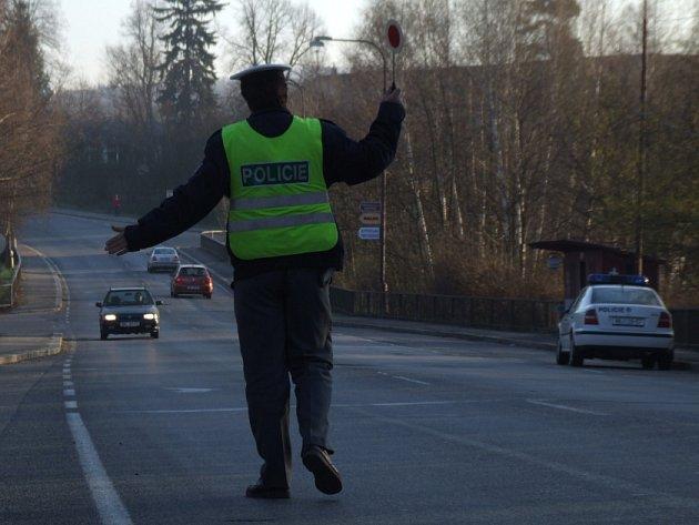 Pod rukama policistů prošlo koncem minulého týdne zhruba dvě stě padesát řidičů. Stále nejoblíbenějším přestupkem je překročení maximální povolené rychlosti.