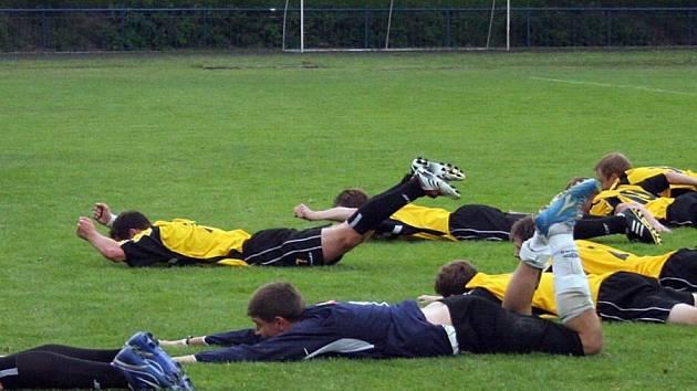 Oslavné letadýlko. Fotbalisté Havlíčkova Brodu si postup do divize zajistili už dvě kola před koncem. V domácím prostředí porazili 2:1 Humpolec.
