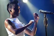 Po devíti letech se na festival vrací skvělá zpěvačka Skye. Ta v roce 2007 v Kácově strhla tisíce fanoušků a slavila tehdy velké úspěchy. Spolu s ní přijede i kolega Ross, se kterým tvoří populární skupinu Morcheeba.