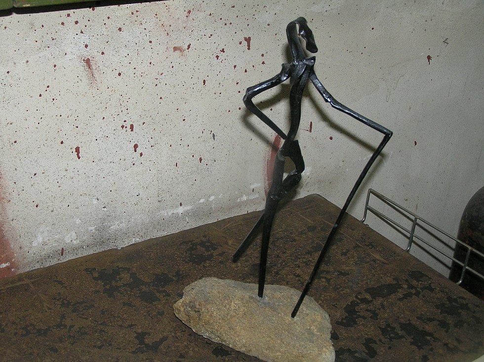 V kovářské dílně Petra Štáfla si podává ruku historie i současnost a chladné železo ožívá.
