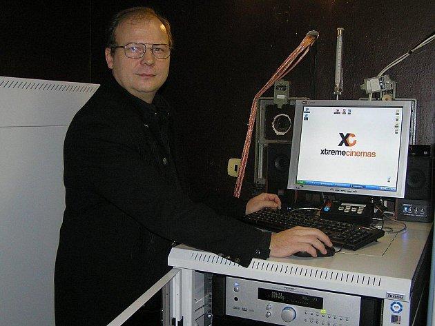 Digitální kino začala provozovat v Chotěboři příspěvková organizace Cekus ve spolupráci s firmou Extreme Cinemas. Díky  digitálnímu projektu, který má Chotěboř jako jediná na Vysočině, může nabídnout divákům i přímé přenosy z americké Metropolitní opery.