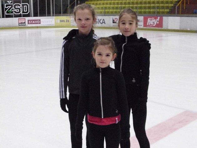 Nadějné brodské krasobruslařky Aneta Juhaňáková, Dagmar Klementová a Andrea Plachá, které čeká MR.