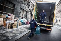 Lidé věnovali dětem více než šest tun dárků, které se postupně svážely do Havlíčkova Brodu.
