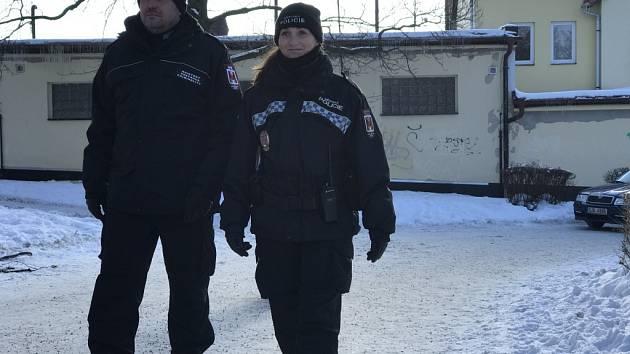 Již tři týdny dohlížejí na havlíčkobrodské ulice celkem tři asistenti prevence kriminality, kteří zatím chodí v doprovodu městských strážníků.