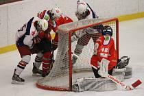 Bojovné útkání. To bylo k vidění v zápase I. hokejové ligy juniorů mezi brodskými Rebely a Horáckou Slavií Třebíč, ve kterém byli úspěšnější hosté výhrou 2:1.