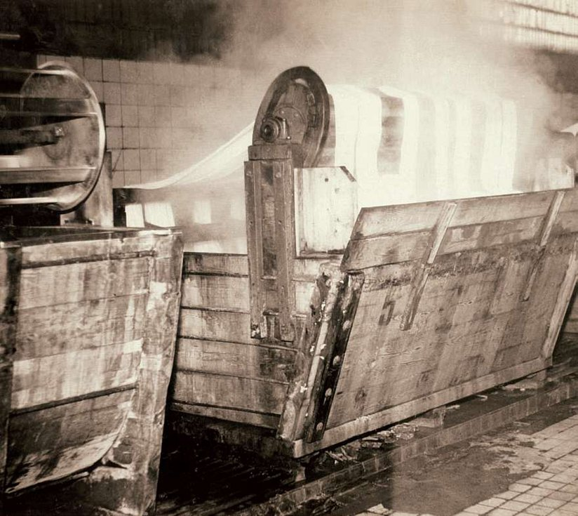 Prastaré dřevěné barvicí stroje, tzv. hašple.