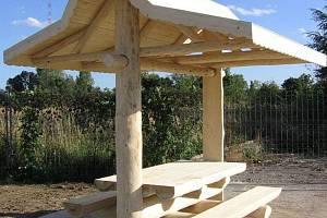 Na nový základech bude stát dřevěný altán.