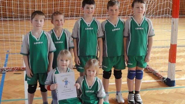 Mladí havlíčkobrodští házenkáři vyhráli turnaj v Kolíně.