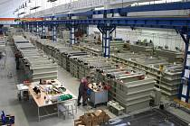 Výrobní provoz. Hala na zpracování plastů slouží především k výrobě van pro galvanické linky, nádrží pro čistírny odpadních vod a odsávací   vzduchotechniky. Nádrže se tam také kompletují a připravují na expedici.