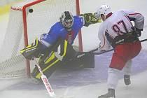 Hostující brankář musel čelit náporu havlíčkobrodských hokejistů  ve velké mlze. Nakonec byl překonán pouze třikrát, a vychytal tak Férencvárosi překvapivou remízu.