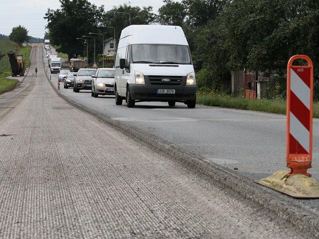 Oprava silnice I/38 u Svatého Kříže.