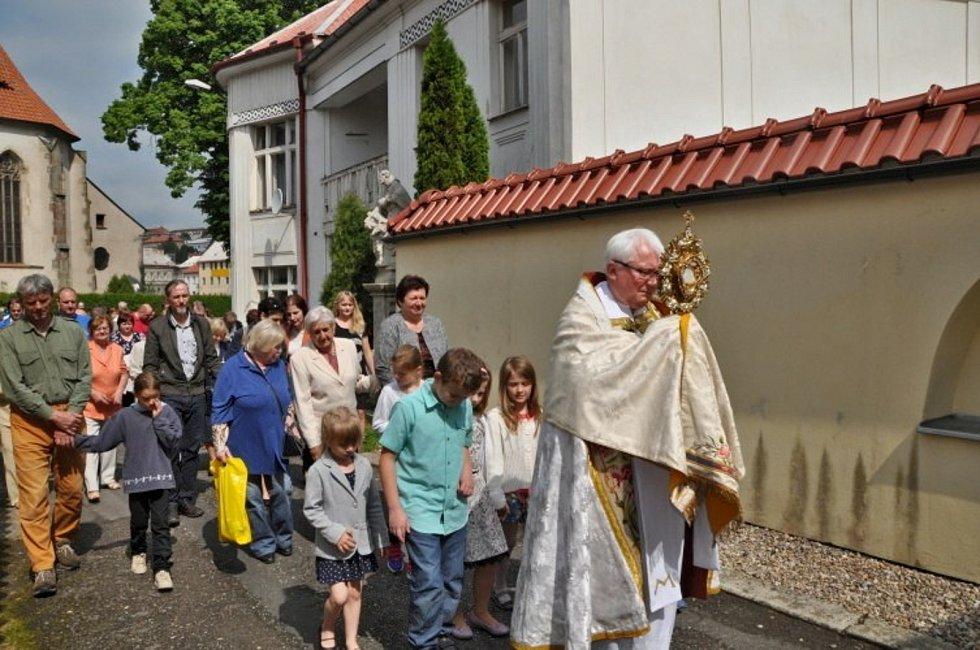 Kostel v Ledči potřebuje opravy tamní děkan se rozhodl k zoufalému kroku.