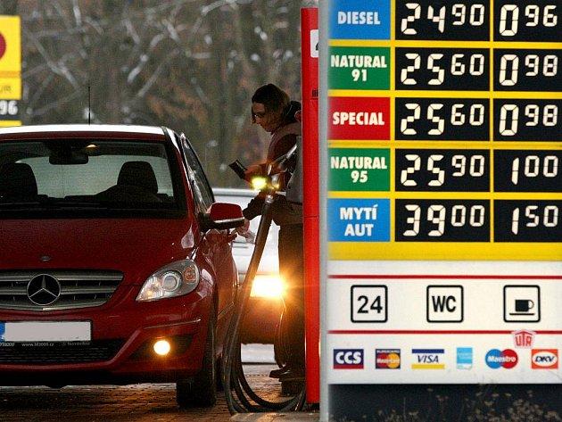 Čerpací stanice Ono v Rantířovské ulici v Jihlavě jako jedna z mála drží ceny ještě z loňského roku. I přes zvýšení daně z přidané hodnoty a spotřební daně, se zde dá koupit litr nafty za necelých 25 korun.