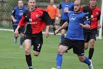 Zatímco fotbalisté Přibyslavi (u míče Jan Flekal) měli o víkendu volno, Humpolec hrál v Čáslavicích. Tam bez problémů vyhrál 4:1.