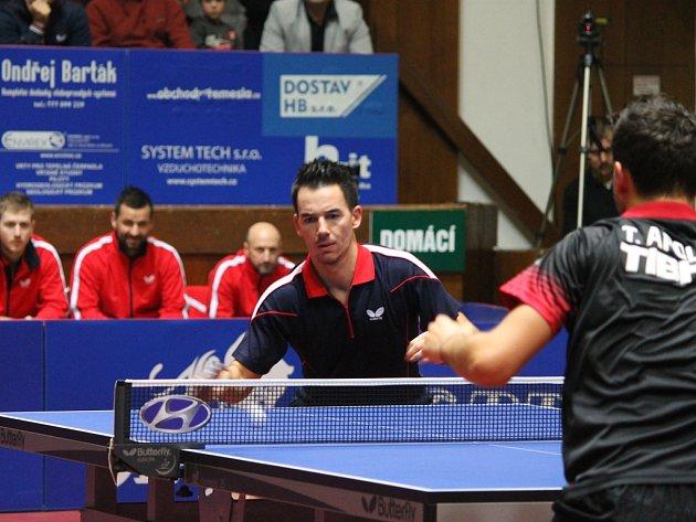 Skalp třináctého hráče světa Tiaga Apolonoii získal Tomáš Tregler.