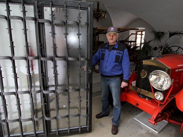 Nová brána v hasičském muzeu.