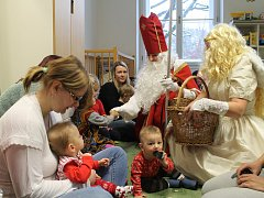 Společnou Mikulášskou nadílku pro děti a seniory připravilo brodské Mateřské centrum Zvoneček.