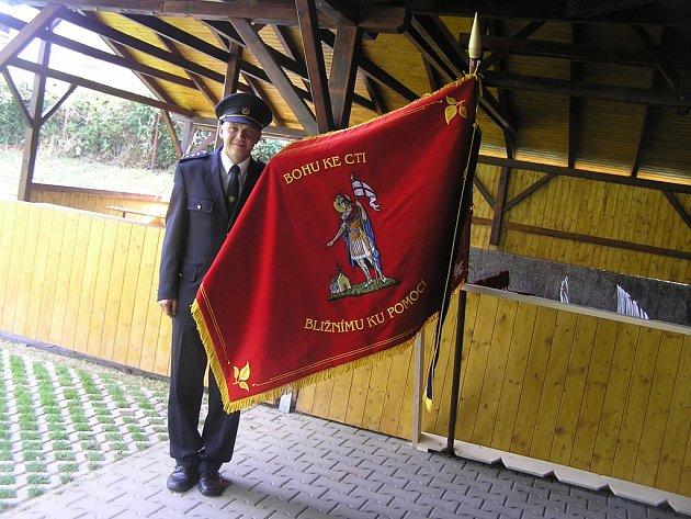 Výročí sboru. Od letošního srpna se může Sbor dobrovolných hasičů Olešenka pochlubit i vlastním hasičským praporem.