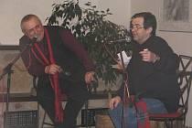 Oba herci ochotně odpovídali na různé otázky od diváků týkající se jejich soukromí i herecké práce.