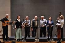 Třiapadesátiletý SPIRITUÁL KVINTET. Tato česká kapela existuje už od roku 1960, letos tedy hraje už třiapadesátým rokem.