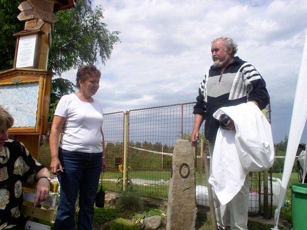 Odhalení kamenu bylo součástí akce pochodu kolem Pupíku Evropy.