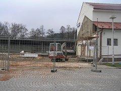 Po rekonstrukci bude výpravní budova Českých drah v Přibyslavi nová a moderní.