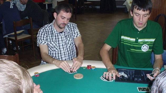 Brodský Martin Kunc (snímek nahoře) se probojoval až mezi finálovou devítku, od stolu se nakonec poroučel na sedmém místě. Vítězem šestého dílu Unibet Poker Club Tour Havlíčkův Brod se stal Jan Brandejs, který zastupoval brněnský klub Honoria.