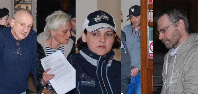 Pět obviněných z Vysočiny, středních Čech a Moravskoslezského kraje skončila ve vazbě, kam je poslal jihlavský okresní soud kvůli nelegálnímu obchodování s léčivy. Případ řeší vysočinští kriminalisté kvůli tomu, že jejich činnost byla odhalena v Jihlavě.