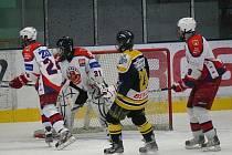 Marodka. Ta trápí starší dorostence brodského hokejového  klubu, na zápasy jezdí v jedenácti hráčích.